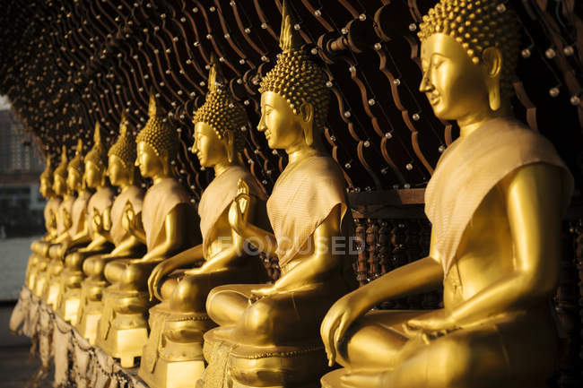 View of golden Buddha statues, Seema Malakaya Temple, Colombo, Western Province, Sri Lanka, Asia — Foto stock