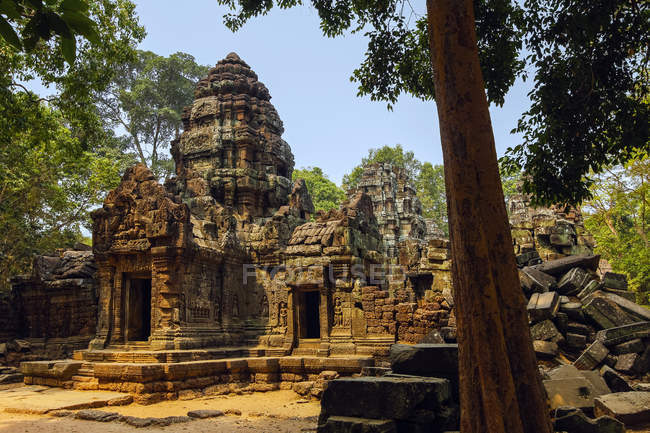 Gopura entrance doorway and tower at the 12th century Ta Som temple in ancient Angkor, Ta Som, Angkor, UNESCO World Heritage Site, Siem Reap, Cambodia, Indochina, Southeast Asia, Asia — стокове фото
