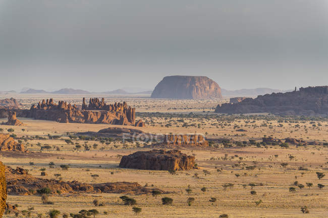 Вид на бесплодные пейзажи плато Эннеди, регион Эннеди, Чад, Африка — стоковое фото