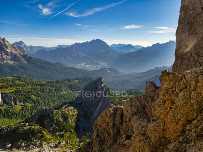 Горный хребет Giau Pass летом на восходе солнца, Доломит, Венето, Италия, Европа — стоковое фото