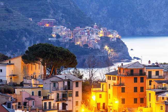 Village of Manarola and illuminated picturesque houses of Corniglia, Cinque Terre, Liguria, Italy, Europe — Fotografia de Stock