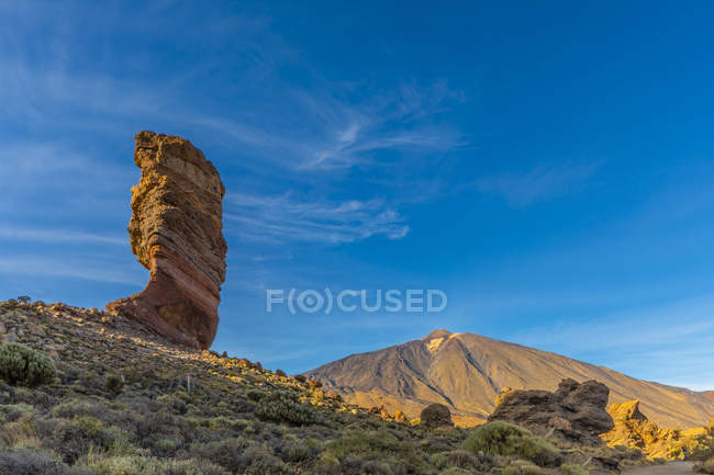 Rock formation and Mount Teide under blue sky, Las Canadas National Park, Tenerife, Canary Islands, Spain, Atlantic Ocean, Europe — Stock Photo
