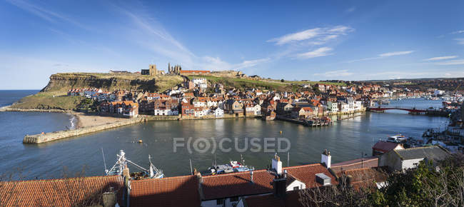 View of River Esk and Harbour, Whitby, Yorkshire, England, United Kingdom, Europe — стокове фото