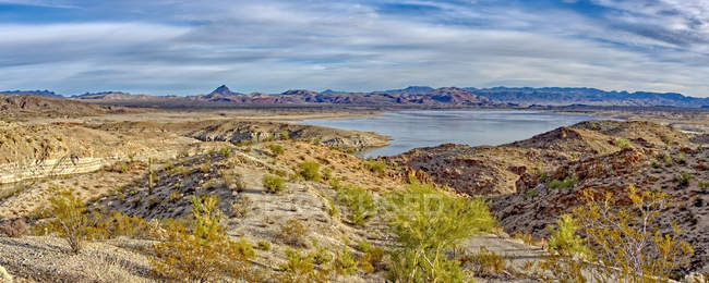Panoramic view of Alamo Lake with the Arrastra Mountain Wilderness on background, Arizona, United States of America, North America - foto de stock