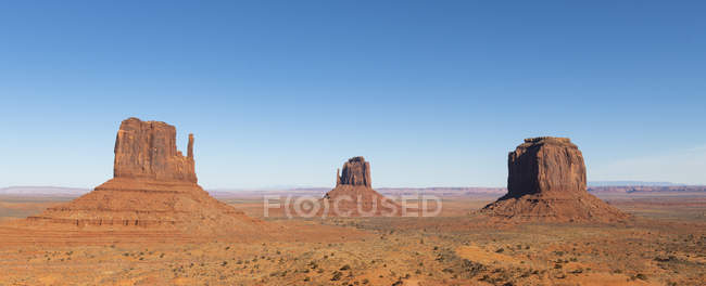 Panoramic view of sandstone buttes in Monument Valley Navajo Tribal Park on the Arizona-Utah border, United States of America, North America — Fotografia de Stock