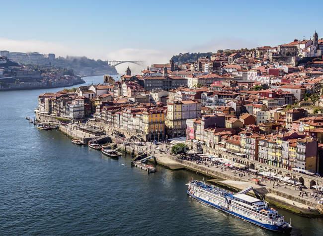 Douro River and Cityscape of Porto, elevated view, Porto, Portugal, Europe — Stock Photo