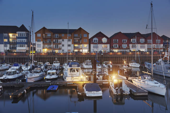 Modern harbour and housing at dusk, Exmouth, Devon, England, United Kingdom, Europe — стокове фото