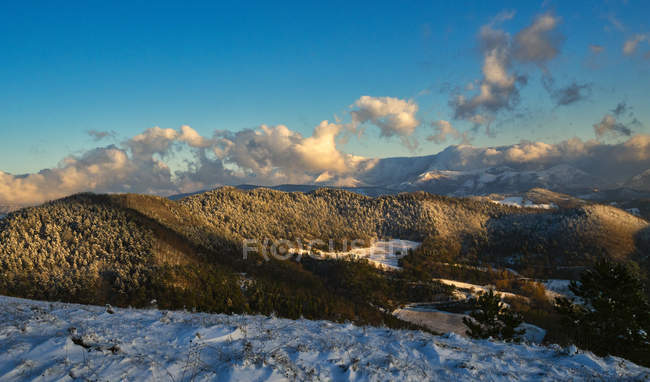 Snow on the Apennines in winter, Gubbio, Umbria, Italy, Europe — Stock Photo