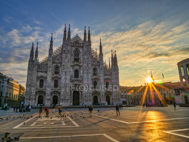 St. Mary of Nativity Cathedral (Duomo) at sunrise, Milan, Lombardy, Italy, Europe — Stock Photo