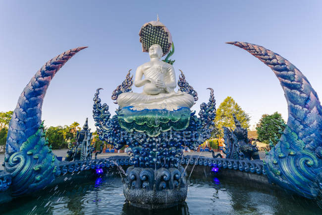 Fountain outside Wat Rong Suea Ten (Blue Temple) in Chiang Rai, Thailand, Southeast Asia, Asia — Stock Photo