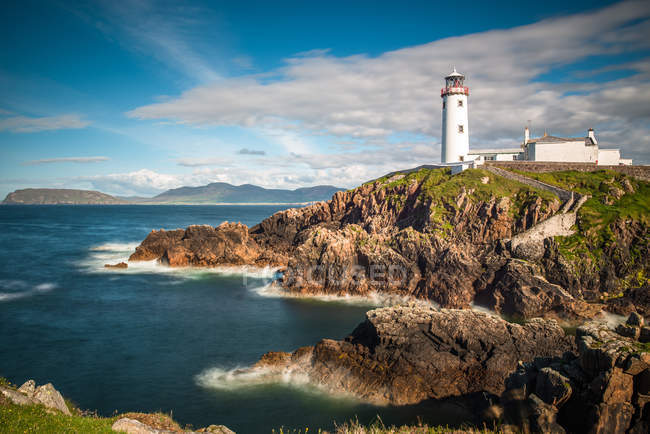 Seascape with Fanad Head lighthouse on County Donegal coast, Ulster region, Republic of Ireland, Europe — Stock Photo
