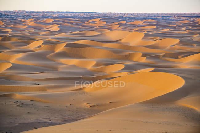 Sonnenuntergang über riesigen Sanddünen der Sahara, Timimoun, Westalgerien, Nordafrika, Afrika — Stockfoto