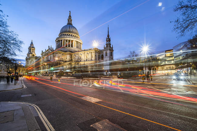 Light trails on street with St Pauls Cathedral at night, City of London, London, England, United Kingdom, Europe — Stock Photo