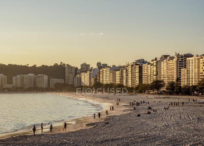 Icarai Beach and neighborhood houses, Niteroi, State of Rio de Janeiro, Brazil, South America — Stock Photo