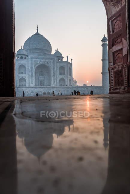 Reflection of sunrise behind Taj Mahal, UNESCO World Heritage Site, Agra, Uttar Pradesh, India, Asia — Stock Photo