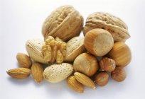 Сырые Смешанные орехи в куче — стоковое фото