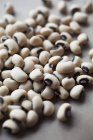 Dried black-eyed peas over white surface — Stock Photo