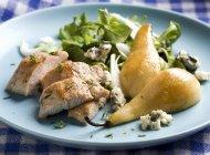 Турция салат с грушами — стоковое фото