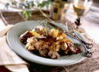 Balsamico pollo con funghi — Foto stock
