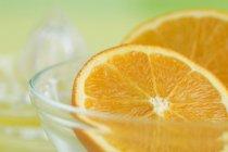 Moitiés orange dans un bol — Photo de stock