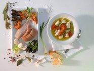 Vista superiore della Bouillabaisse con diversi ingredienti — Foto stock