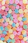 Вид сверху на капли сладкой жвачки — стоковое фото
