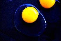 Cracked raw eggs — Stock Photo