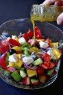 Salada de legumes na tigela — Fotografia de Stock