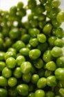 Свежий зеленый горох — стоковое фото