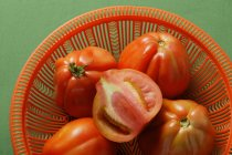 Fresh tomatoes in bowl — Stock Photo