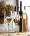 White and rose wine in glasses — Stock Photo