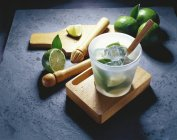 Limes and ice cubes in glass — Stock Photo