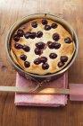 Pastel de cereza recién horneados - foto de stock