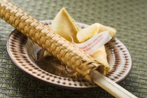Fortune cookies and chopsticks — Stock Photo