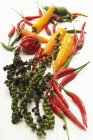 Pepe verde e peperoni di peperoncino rosso — Foto stock