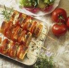 Помідор і сир моцарелла на шампури — стокове фото