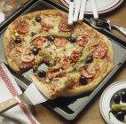Pizza aux tomates et piments — Photo de stock