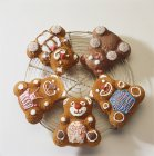 Closeup view of four chocolate bears on cooling wire rack — Stock Photo