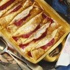 Crêpes rempli de purée de pomme rouge — Photo de stock
