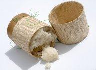 Cesto di bambù di riso appiccicoso — Foto stock