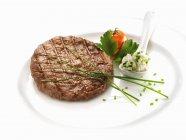 Carne de hamburguesa con crema espesa - foto de stock