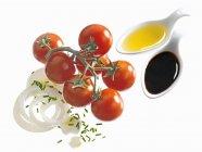 Ingrédients pour salade de tomates — Photo de stock