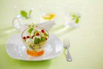 Ensalada de brócoli con verduras encurtidas - foto de stock