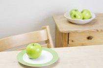 Свежее яблоко бабушки Смит — стоковое фото
