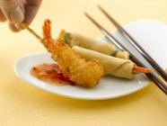 Asian appetisers with prawns — Stock Photo