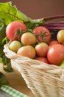 Свежие помидоры и свеклой — стоковое фото