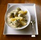 Polpette in salsa bianca e patate — Foto stock