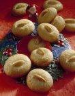 Biscoitos de amêndoa com decoração de Natal — Fotografia de Stock