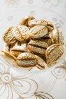 Карамель солодощі в мисці — стокове фото