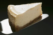 Cheesecake su server torta — Foto stock